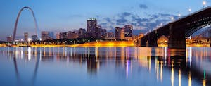 The St. Louis Arch soars above the St. Louis, Missouri skyline at twlight.